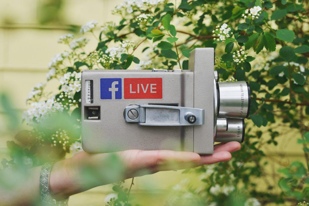 Camera vintage video marketing brand image online strategie verhaal storytelling facebook live stream