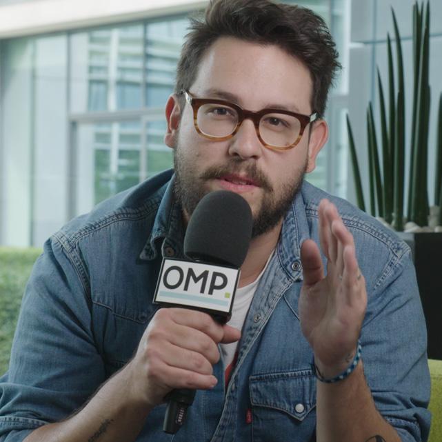 OMP OM partners rebranding video een atypische aftermovie met kiko morah als presentator