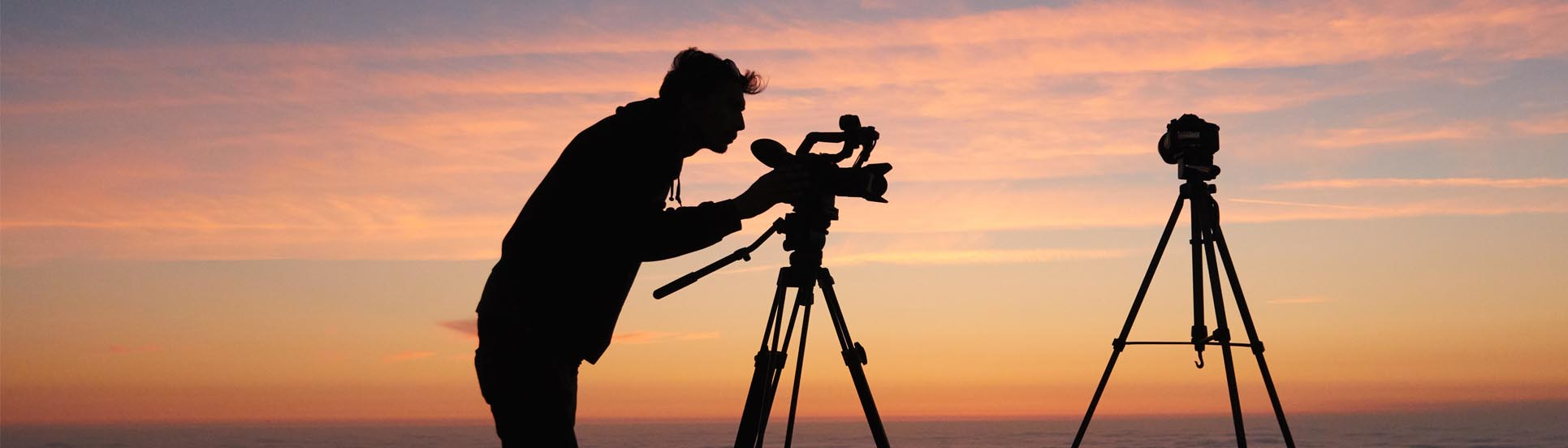 Cameraman golden hour sunset video marketing brand image online strategie verhaal storytelling